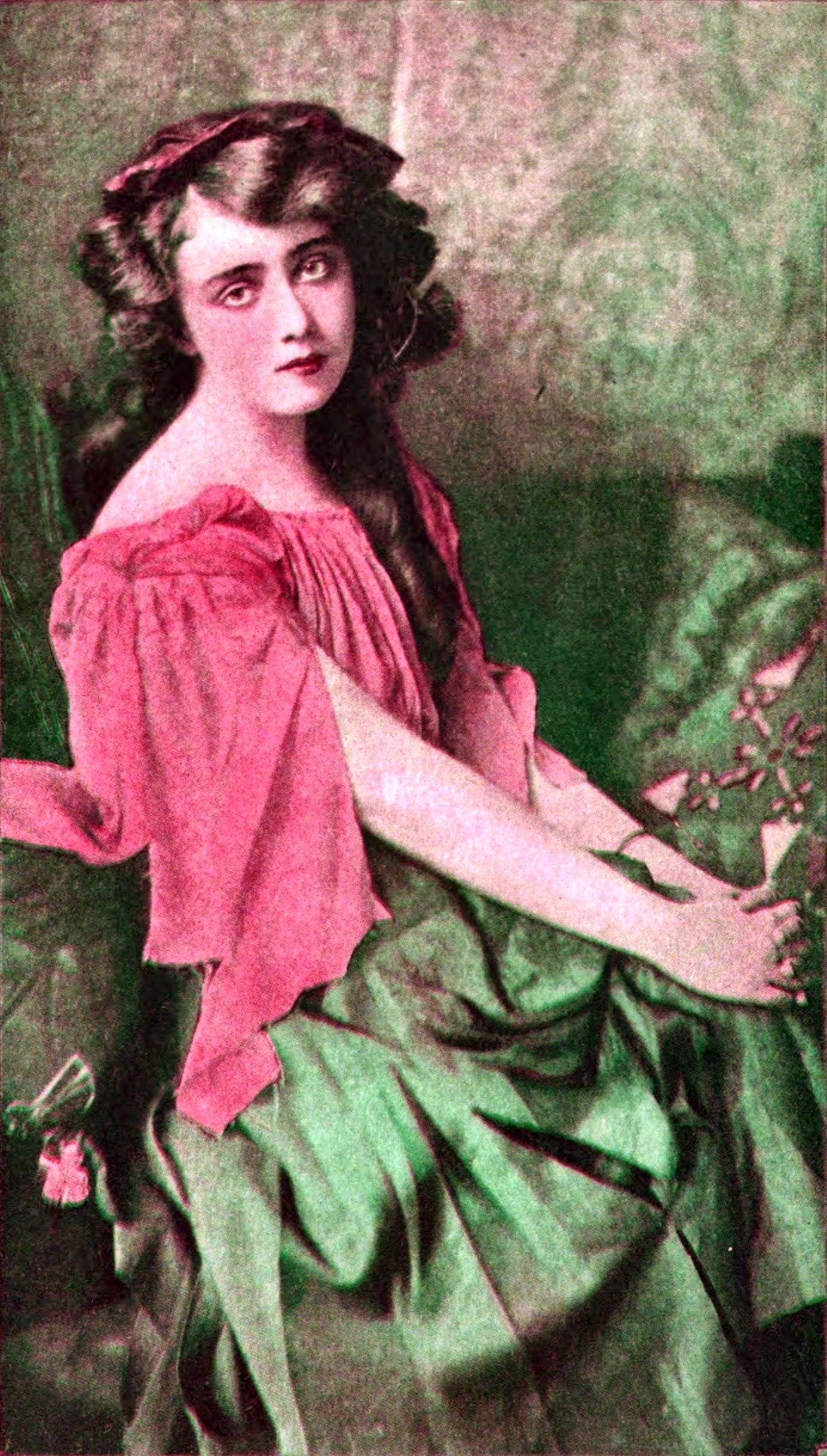 May de Sousa (1884 – 1948) American singer and actress about 1907