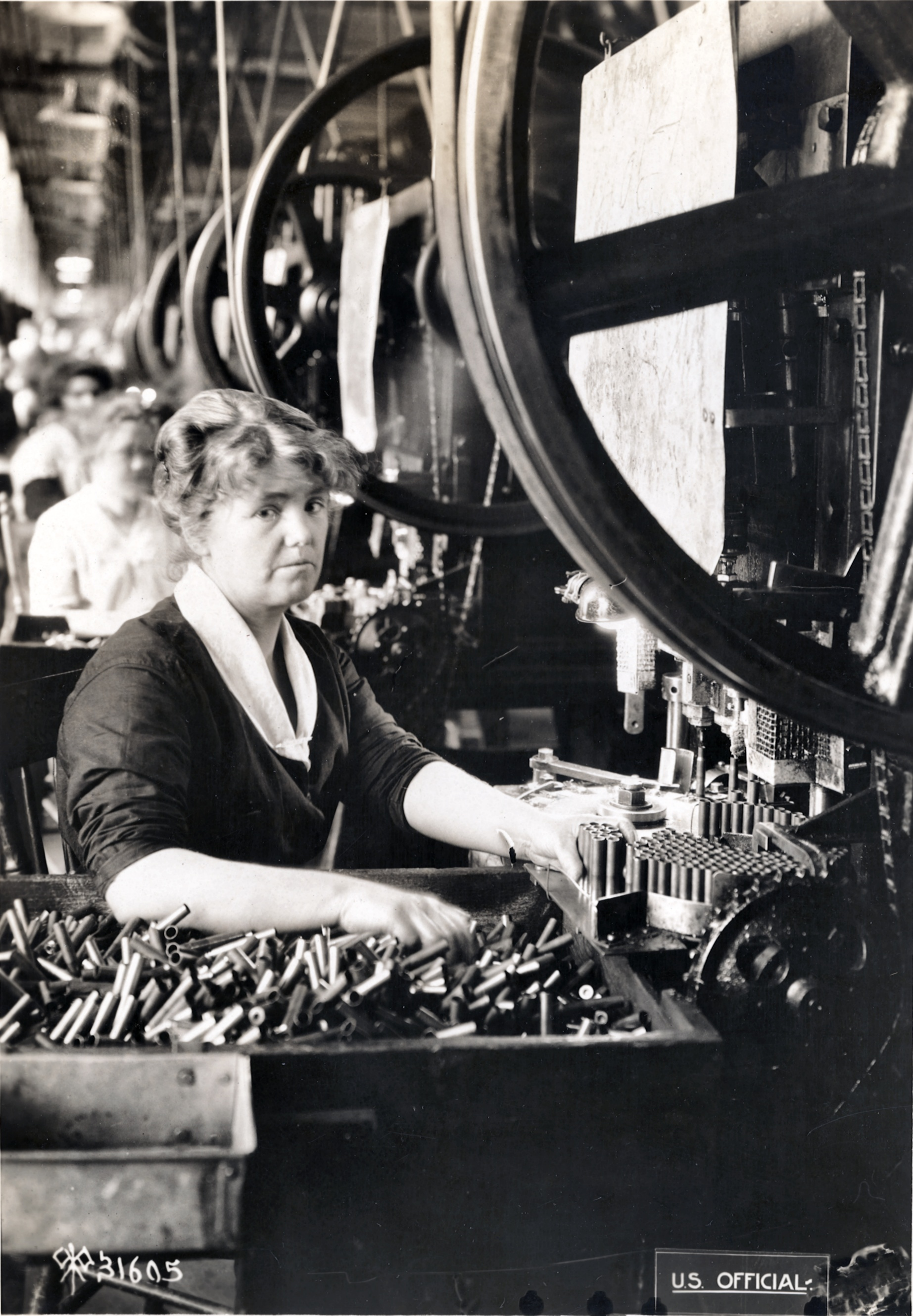 Woman at work during World War I (between 1914 and 1918)