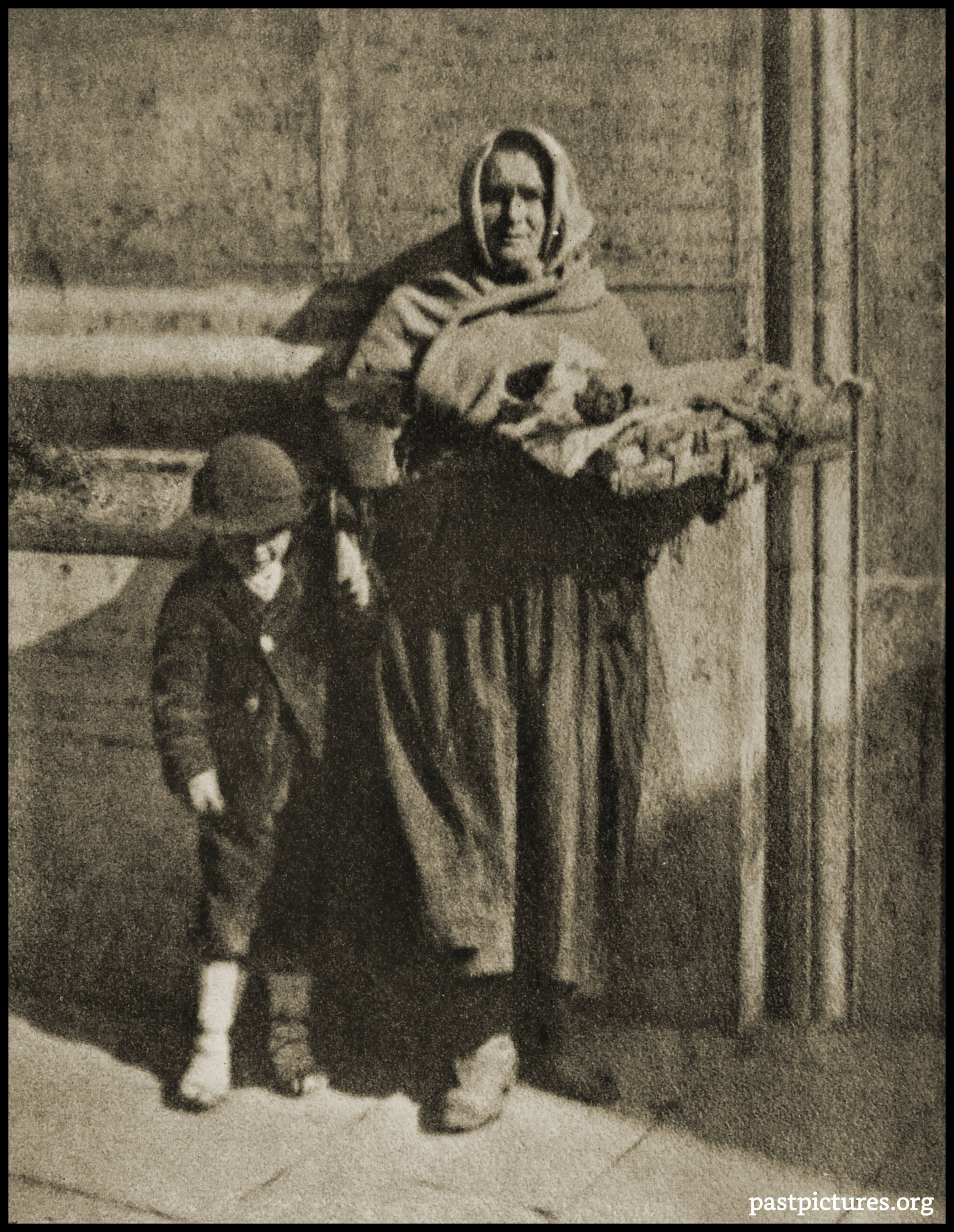Street Vendors in Rome (Italy) by H. A. Latimer about 1922
